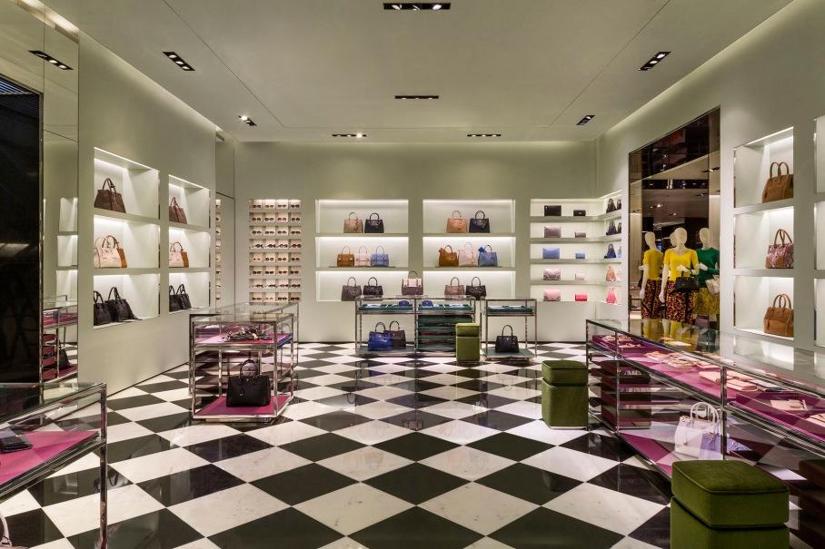 Prada_Soho Mall_Panama int 01