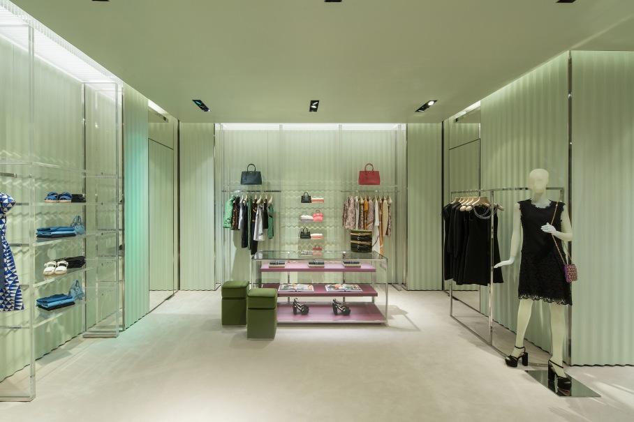 Prada_Soho Mall_Panama int 04